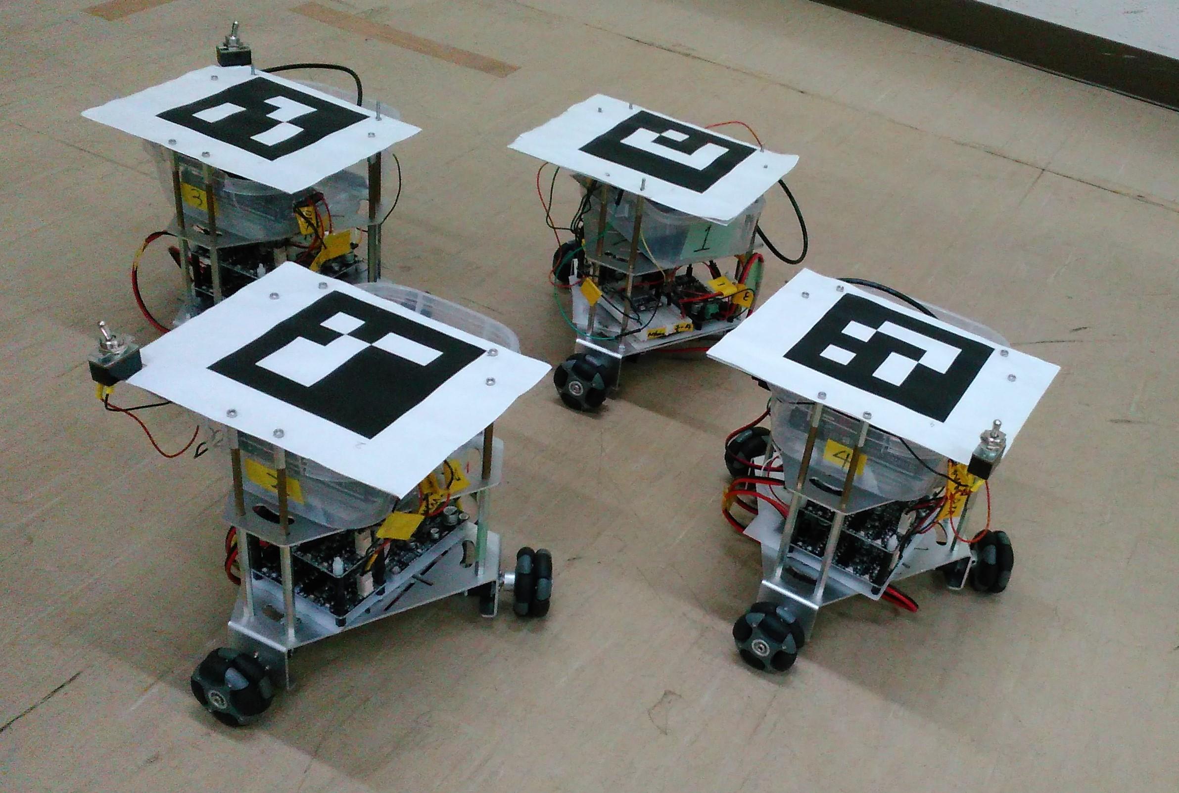 フォーメーション走行するロボット群