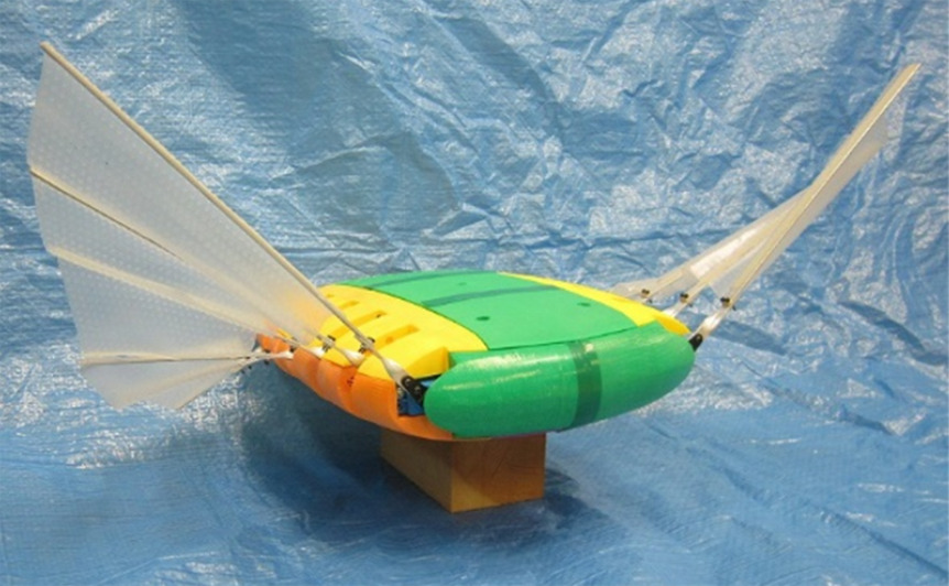 マンタ型水中ロボット
