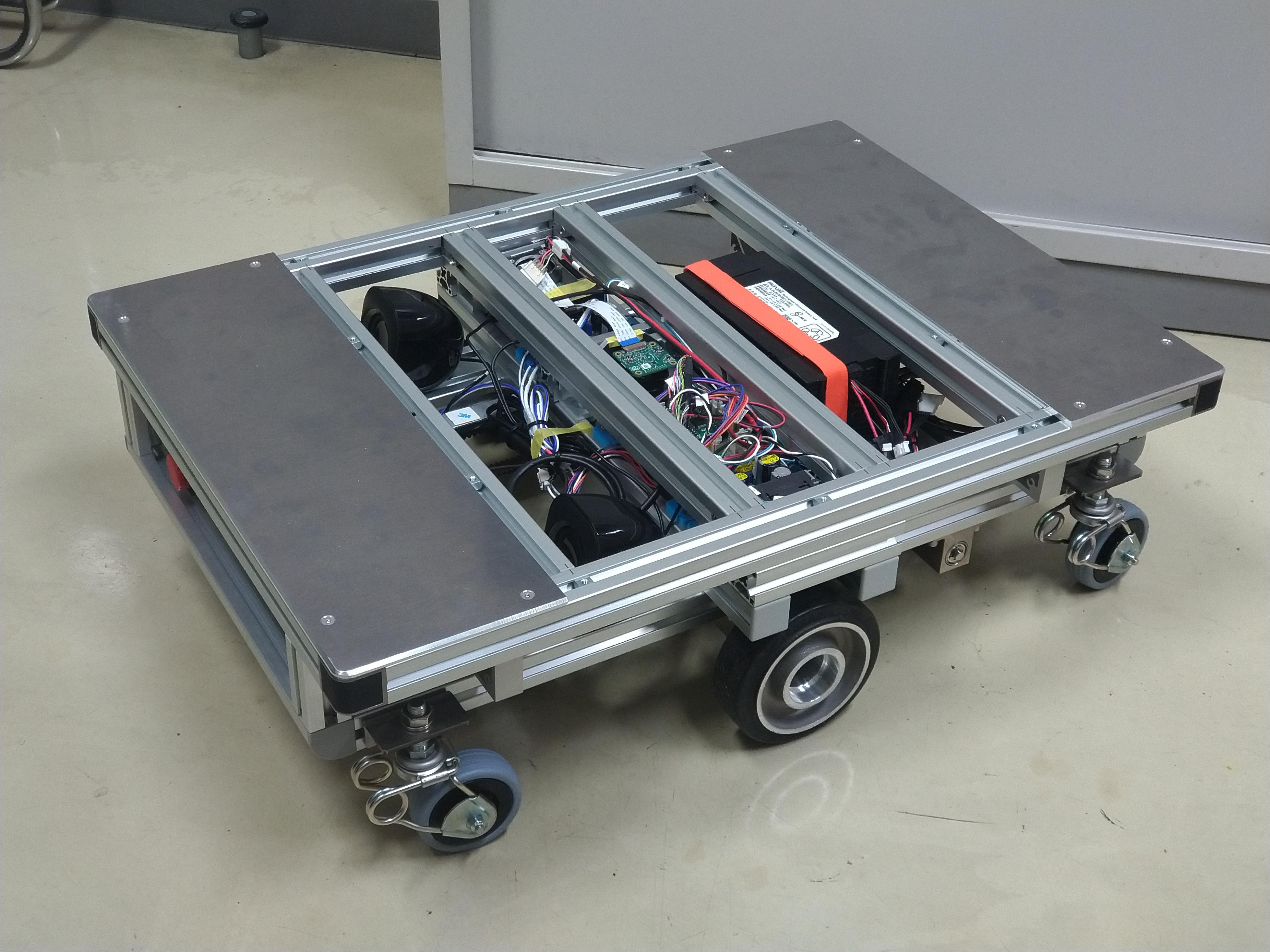 無人搬送車の試作機